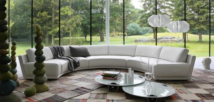 2-canape-design-italien-de-couleur-blanc-tapis-de-salon-colore-canape-blanc-arrondi
