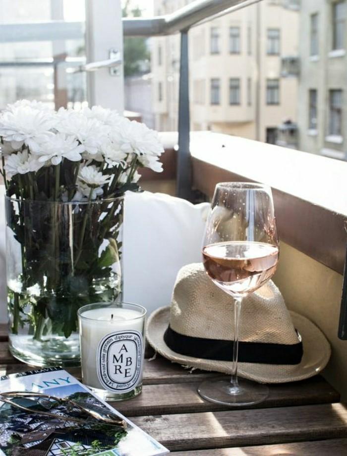 2-idee-deco-balcon-comment-bien-decorer-le-balcon-avec-fleurs-amenagement-balcon