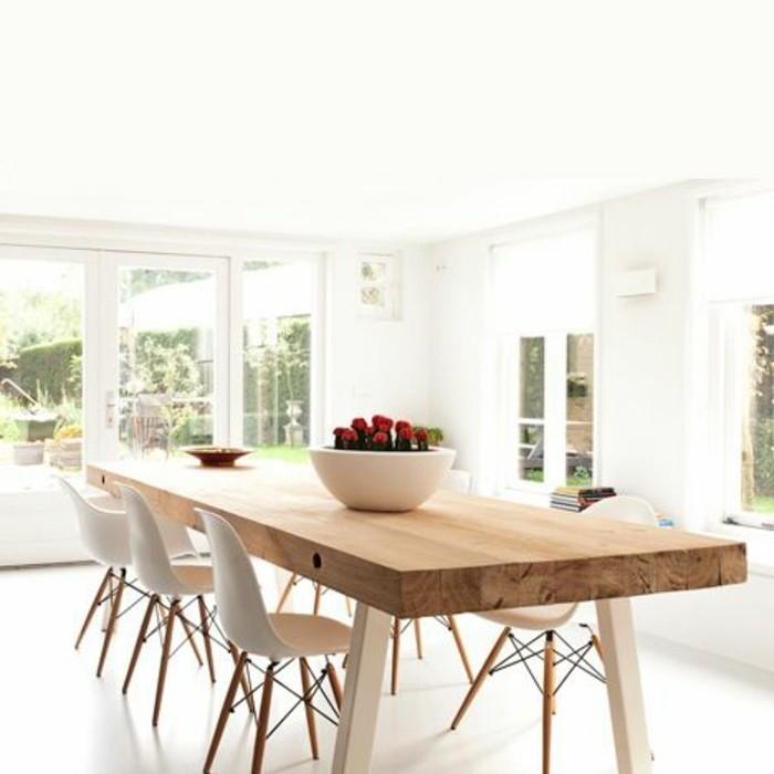 3-table-design-salle-à-manger-table-design-en-bois-clair-chaises-beiges