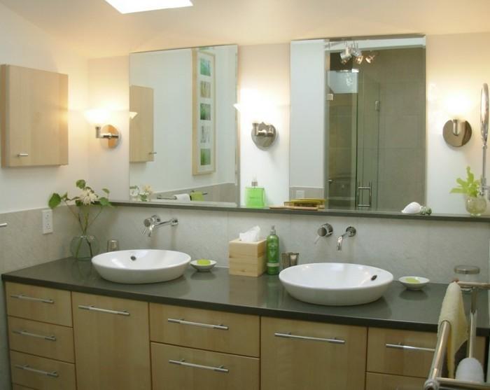 Armoire-de-toilette-IKEA-couleur-claire-avec-poignees
