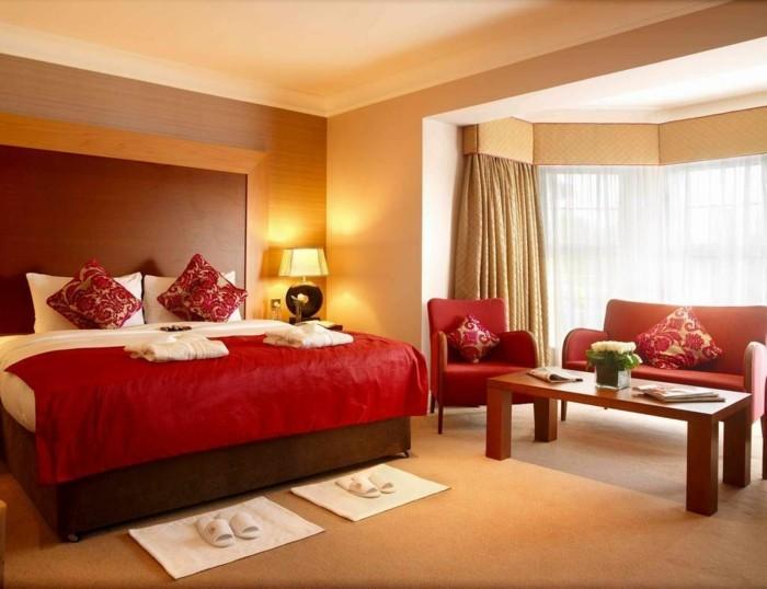 Belle-idée-quelle-est-la-meilleure-couleur-chambre-à-coucher-bien-aménagée-rouge-et-beige