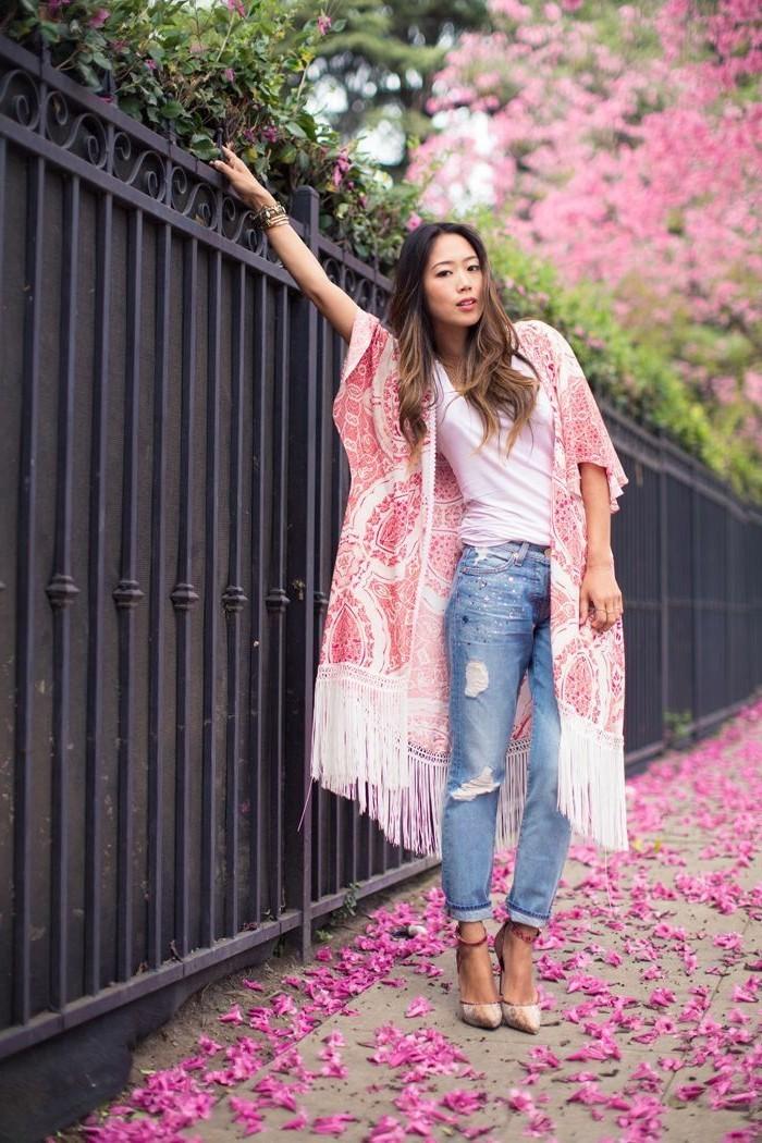 Belle-idée-tenue-de-jour-veste-kimono-style-bohème-chic-cool-fleurie-printemps