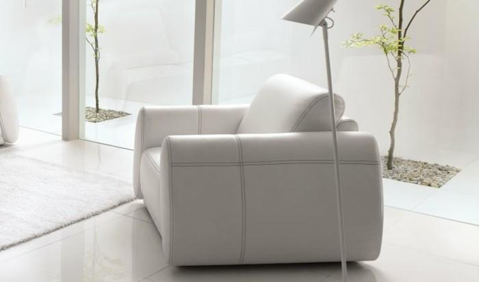 Fauteuil-contemporain-cuir-blanc-dossiers-larges