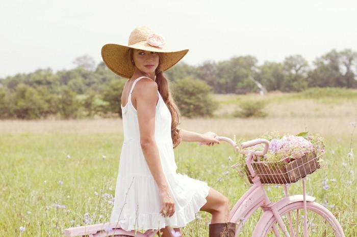 Formidable-vélo-de-ville-femme-à-prendre-la-route-cool-idée-fleur-au-plein-nature