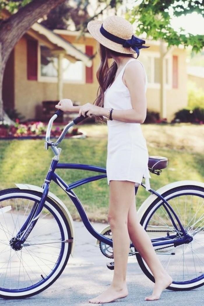 Formidable-vélo-de-ville-femme-à-prendre-la-route-cool-idée-fleur-en-été-belle-fille-robe-blanche
