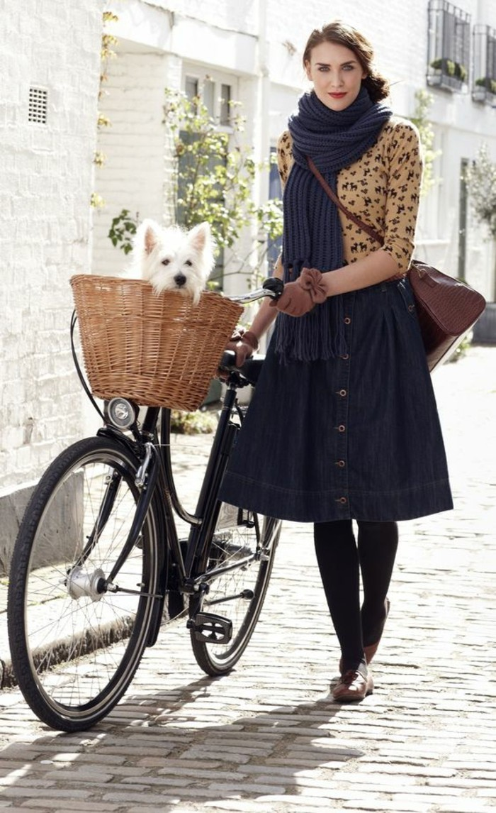 Formidable-vélo-de-ville-femme-à-prendre-la-route-cool-idée-fleur-et-le-chien