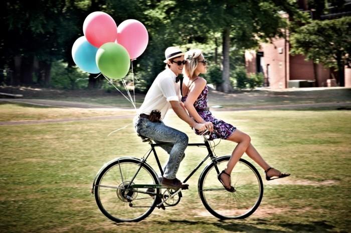 Image-retro-vélo-vintage-jolie-photographie-bicyclette-couple-ballons