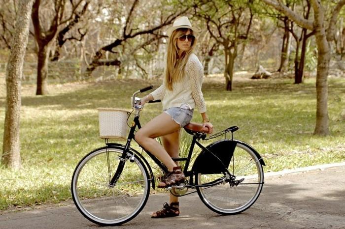 Magnifique-velo-de-ville-femme-style-50-s-rétro-beau-image