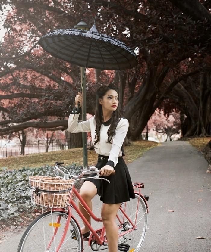 Magnifique-velo-de-ville-femme-style-50-s-rétro-beau-japoais-jardin