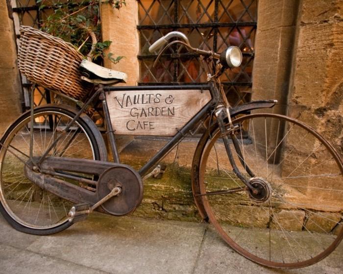 Originale-vélo-d-occasion-pour-la-ville-rouler-à-deux-roux-café