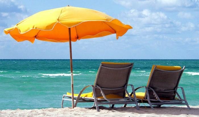 Le parasol de plage en 40 photos qui vont vous faire r ver - Parasol inclinable pas cher ...