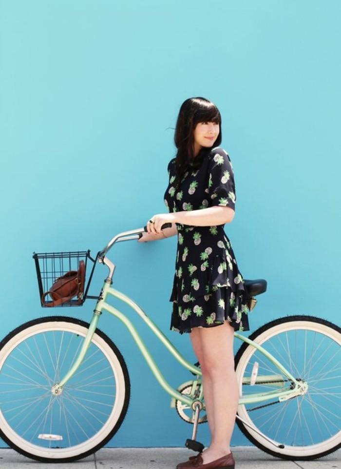 Style-à-deux-roux-velo-retro-vintage-cycles-belle-photo-bleu-mur