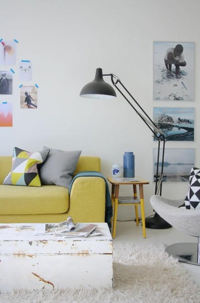 assortir-les-couleurs-d-intérieur-canape-jaune-salon-associer-les-couleurs-dans-le-salon