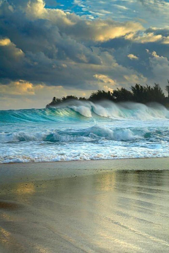 bord-de-la-mer-jolie-plage-paysage-utopique-au-bord-de-mer