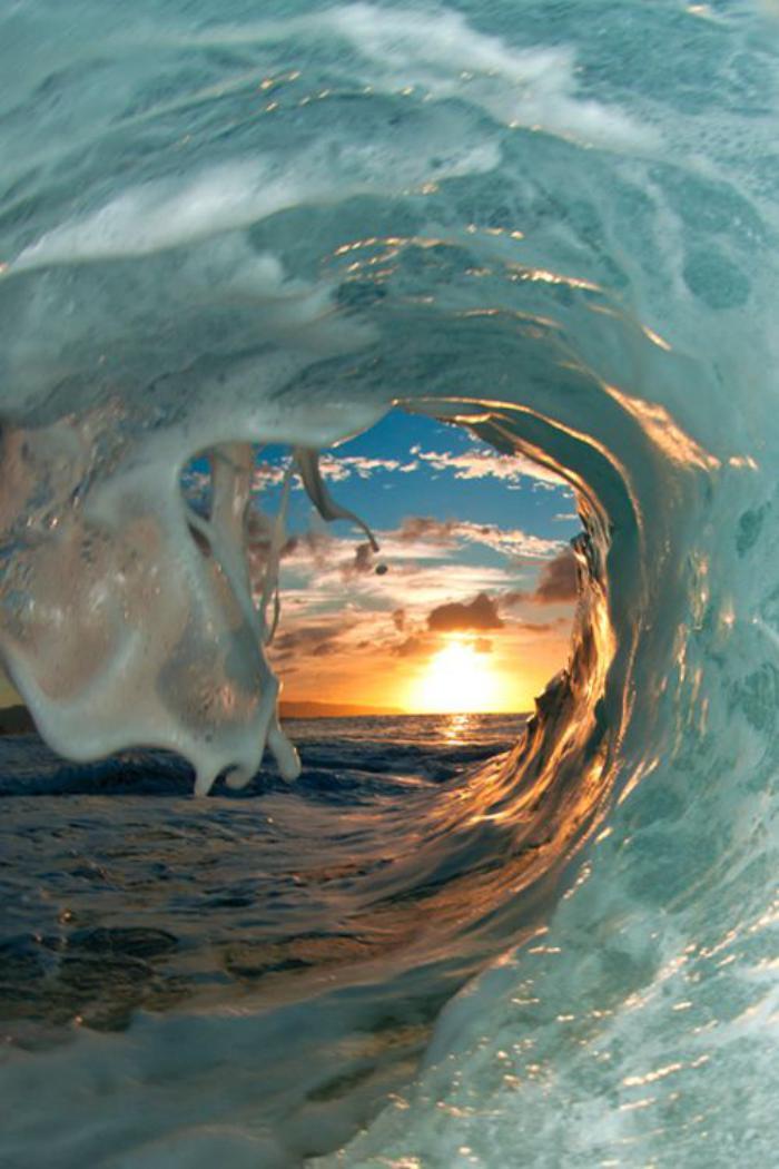 bord-de-la-mer-coucher-du-soleil-dans-la-vague