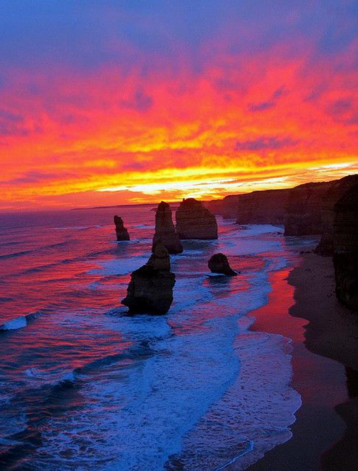 bord-de-la-mer-mer-et-rochers-magnifiques