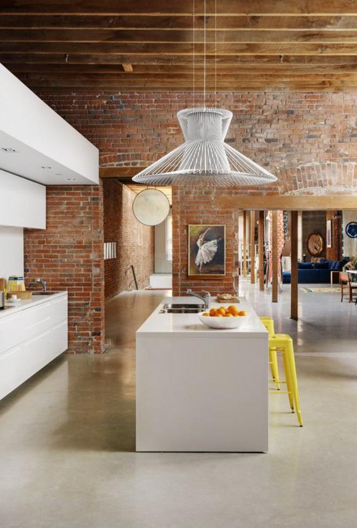 brique-rouge-cuisine-loft-industrielle-ilot-blanc