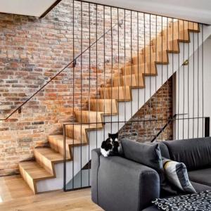 La brique rouge - élément déco principal du loft contemporain