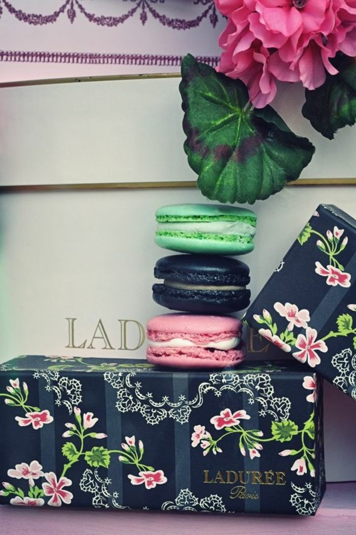 cadeau-idée-originale-parfums-macarons-ladurée-femme-offrir-cool-idée