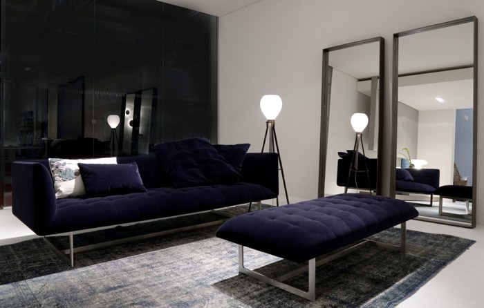 canape-cuir-italien-design-en-bleu-foncé-pour-le-salon-chic-les-meubles-de-salon