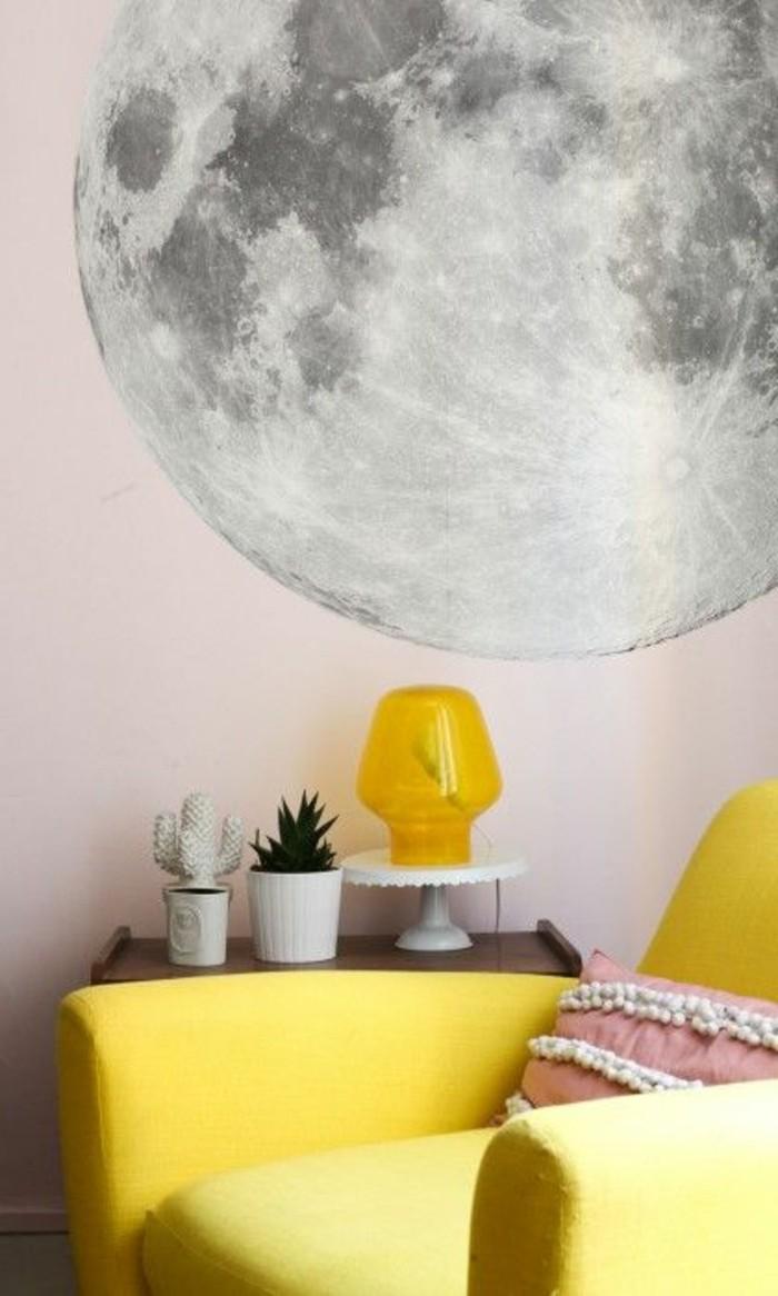 canape-jaune-fauteuil-de-salon-chic-sol-en-parquet-meubles-de-salon-assortir-les-couleurs-d-intérieur