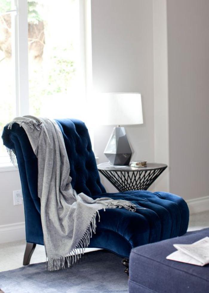 D corer l 39 int rieur avec la chaise capitonn e for Chaise longue azul turquesa
