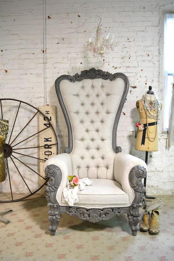 chaise-capitonnée-blanche-belle-chaise-vintage