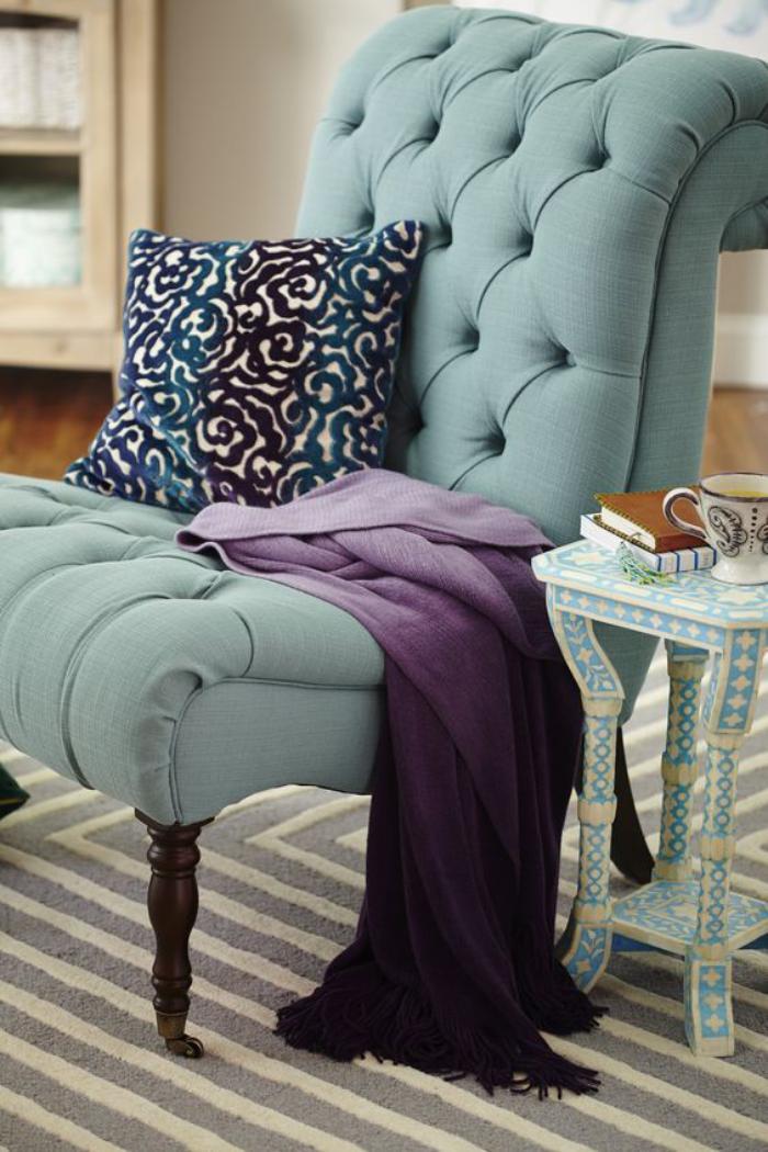 chaise-capitonnée-bleue-grande-chaise-design