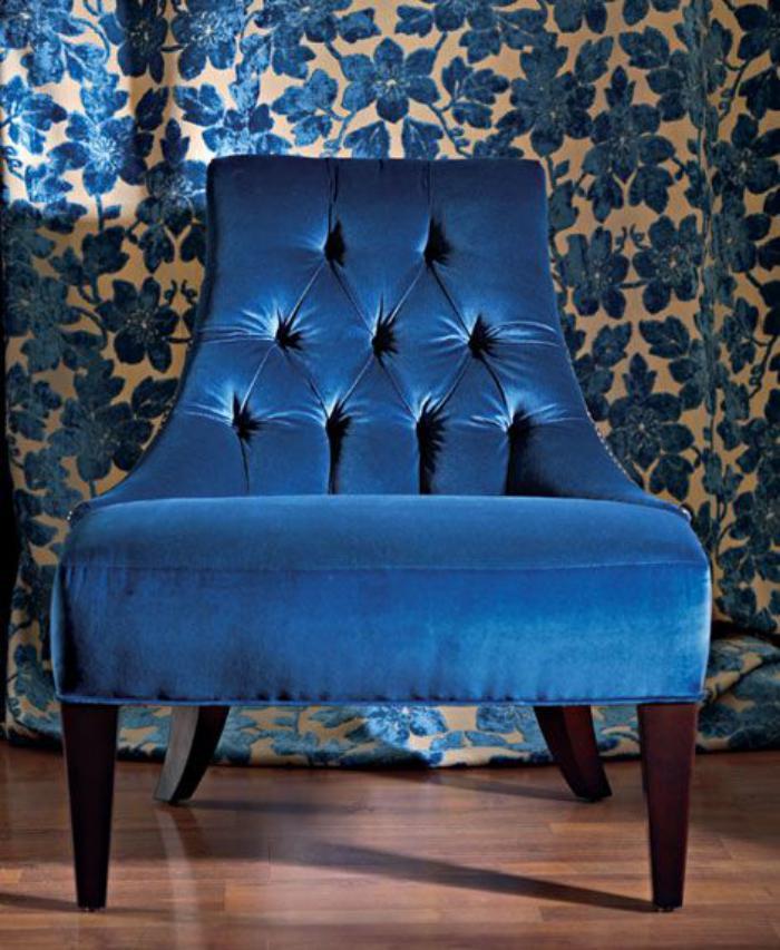 chaise-capitonnée-grande-chaise-originale-dossier-capitonné