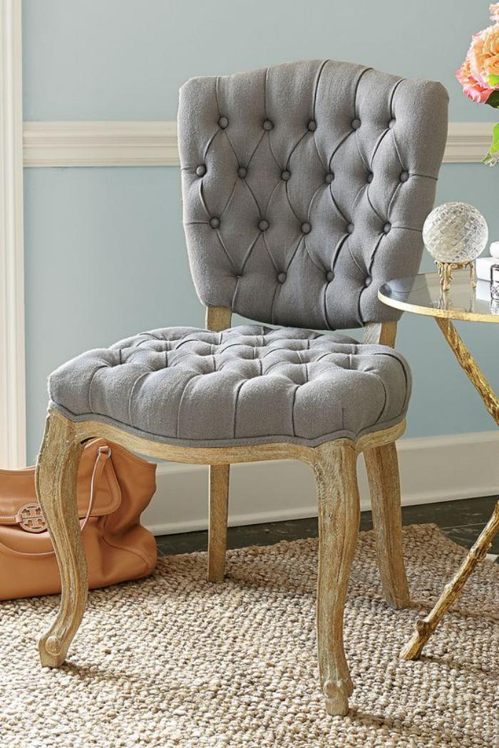 chaise-capitonnée-grise-textile-gris-et-bois