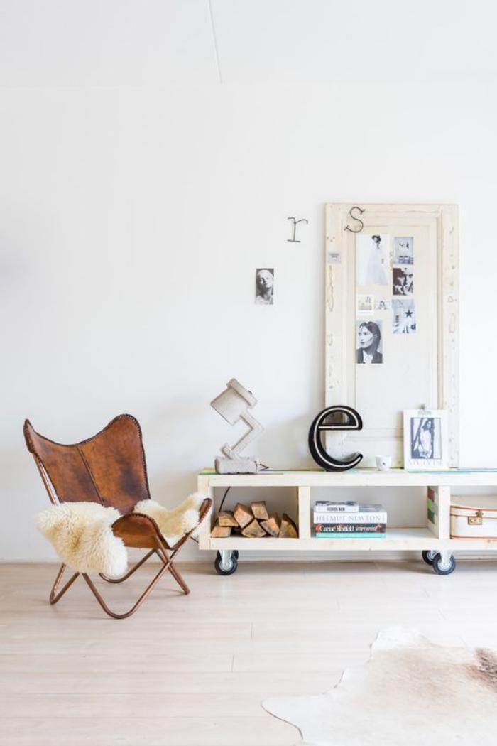 chaise-papillon-intérieur-artistique-en-blanc