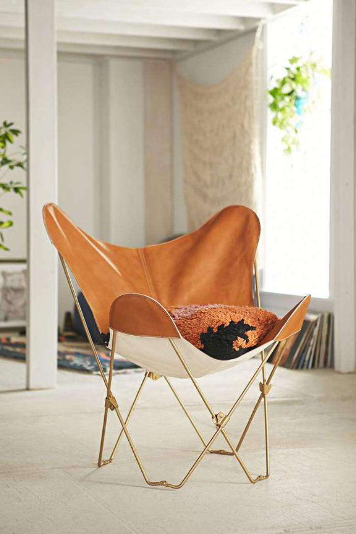 chaise-papillon-marron-et-blanc-fauteuil-papillon