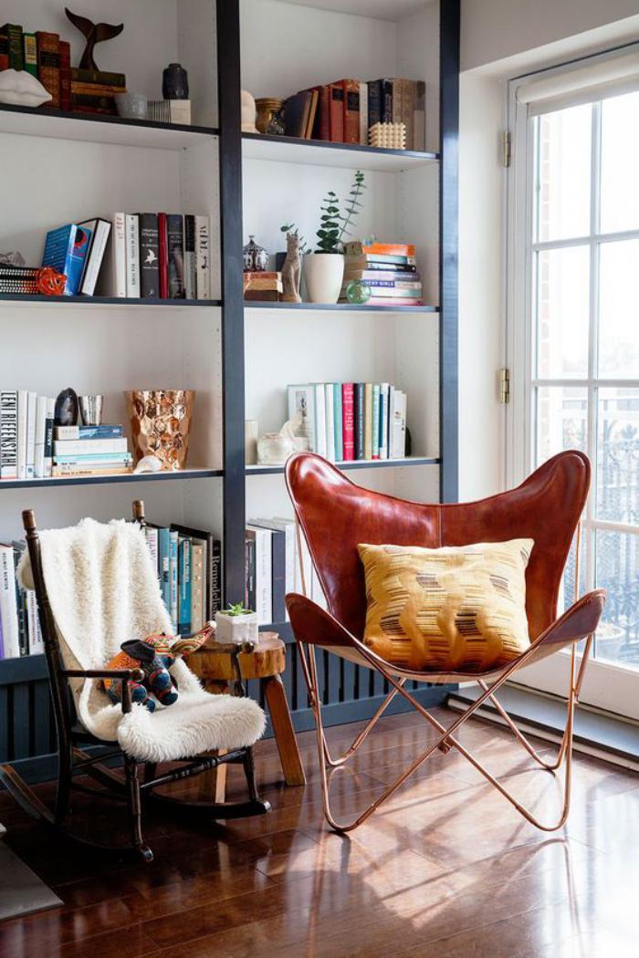 chaise-papillon-belle-bibliothèque-murale