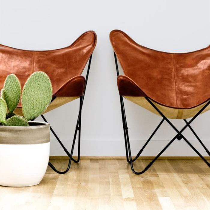 chaise-papillon-deux-chaises-papillon-cuir-marron