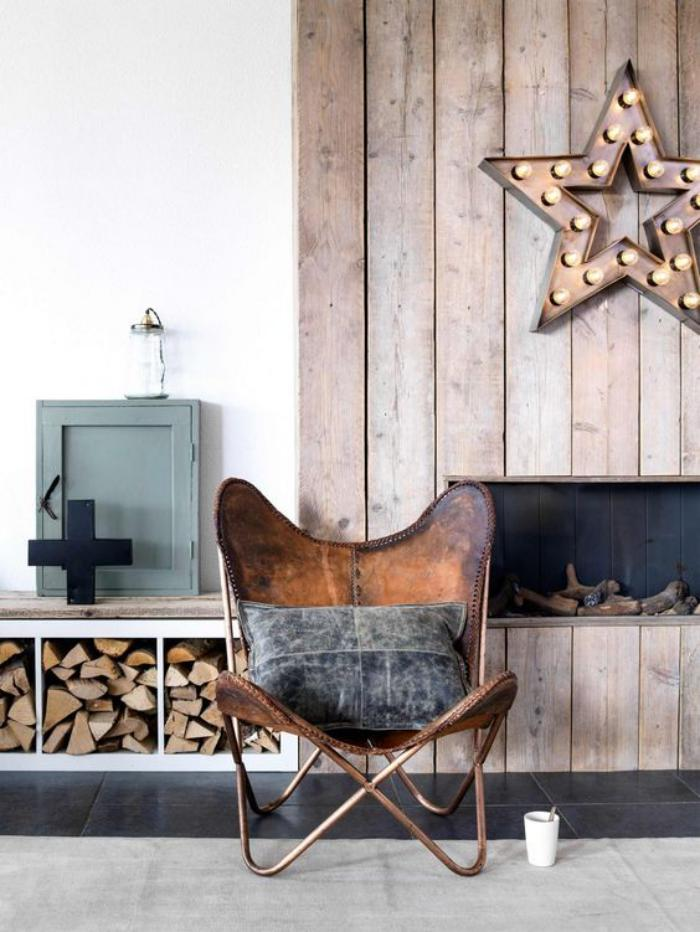 chaise-papillon-rangement-des-buches-et-parement-en-bois