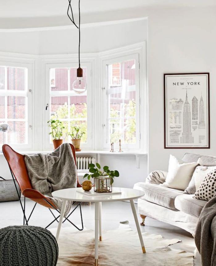 chaise-papillon-table-basse-blanche-pouf-tricoté