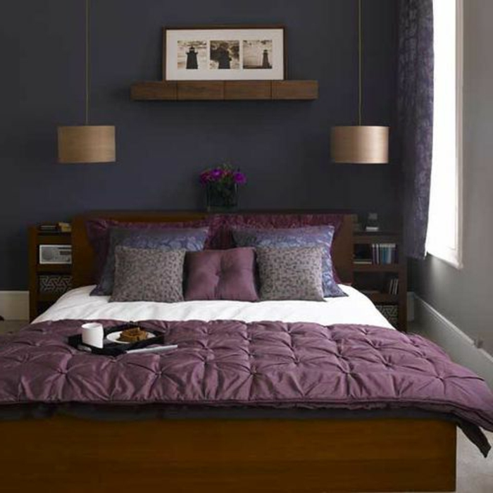 chambre a coucher nuancier violet, couverture de lit violette