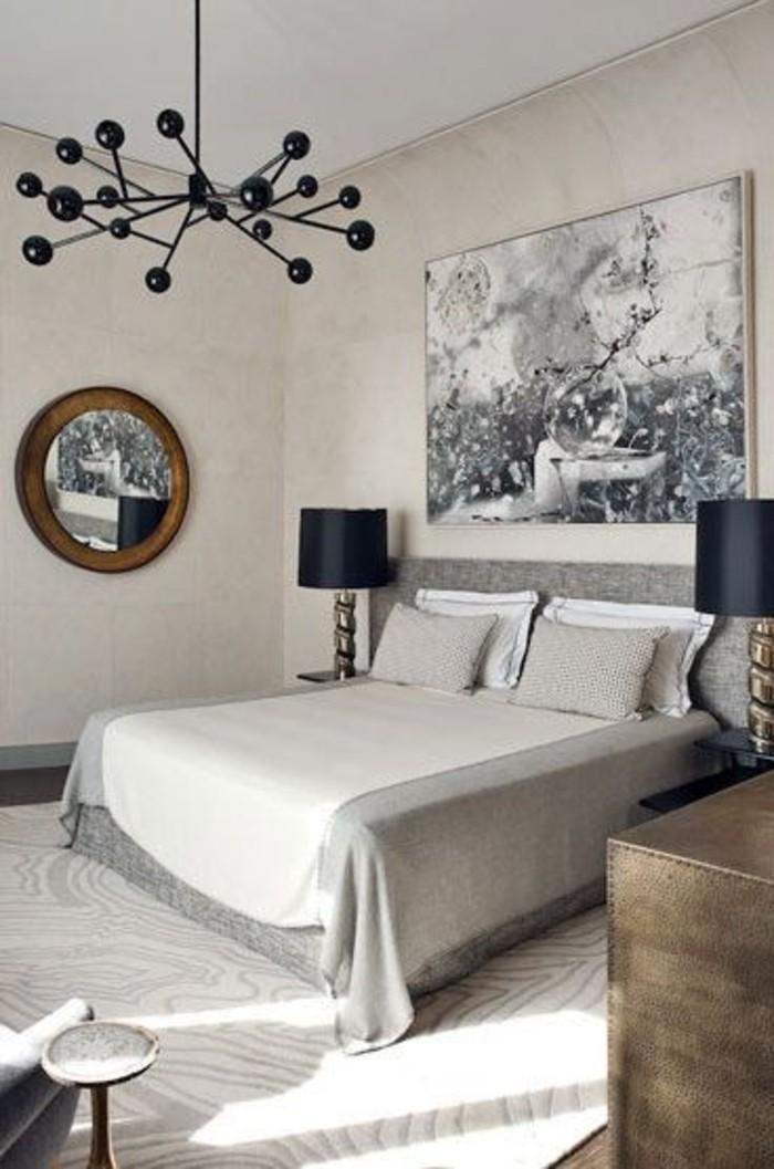chambre-a-coucher-ouleur-gris-pale-murs-beiges-lustre-noir-it-double-tapis-beige