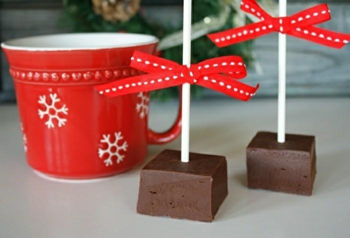 chouette-idée-faire-a-la-maison-une-sucette-au-chocolat-cubes-noeuds