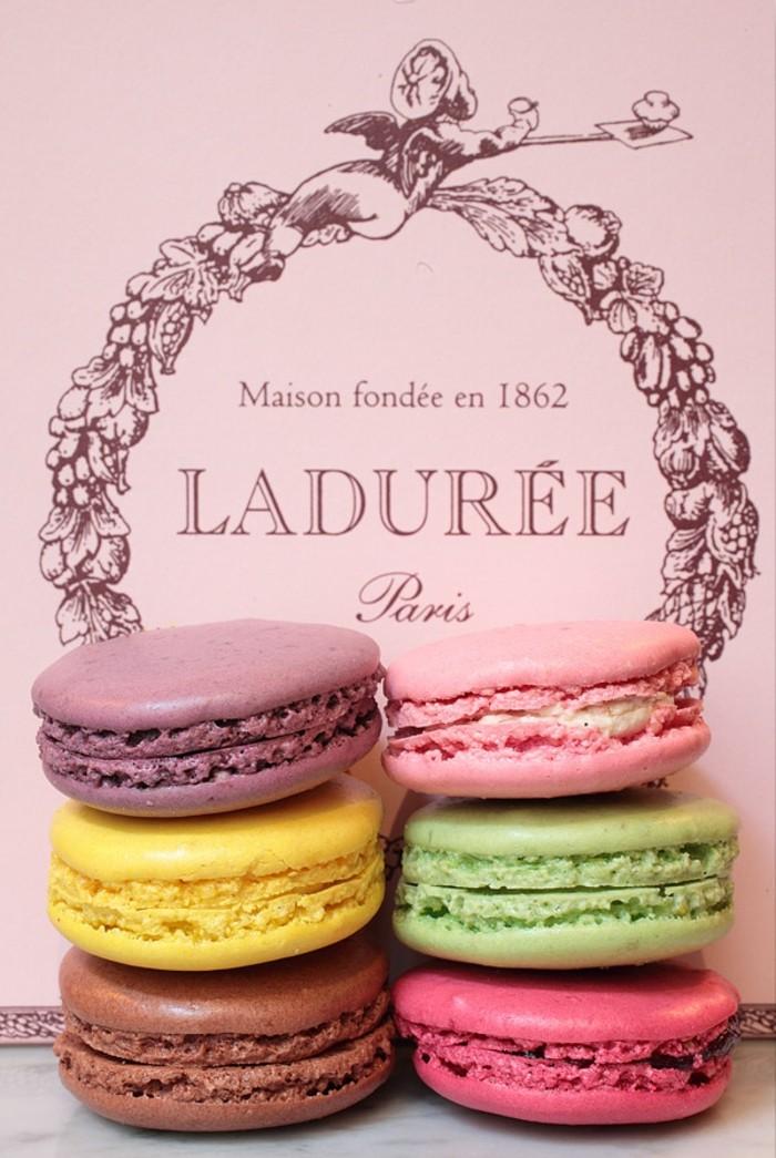 classique-macaron-maison-dessert-francais-gateau-classique-boite-belle-photo