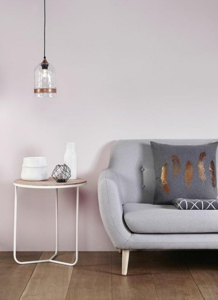 comment-associer-les-couleurs-d-interieur-dans-le-salon-canapé-gris-meuble-d-interieur-gris