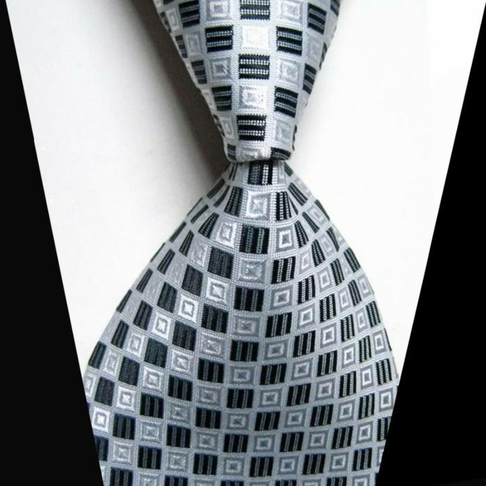comment-faire-une-cravate-noeud-cravate-windsor-cravate-verte