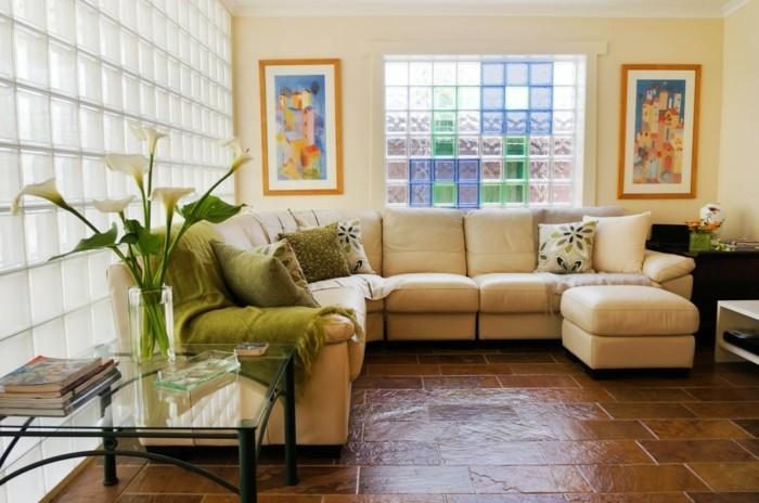cool-salle-de-séjour-bien-décoré-murs-en-verre-pavés-resized