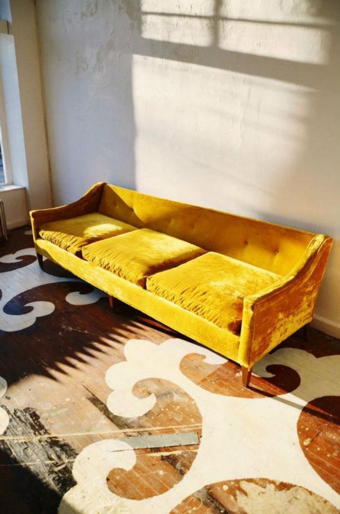 couleur-ocre-canapé-trois-places-couleur-ocre-jaune
