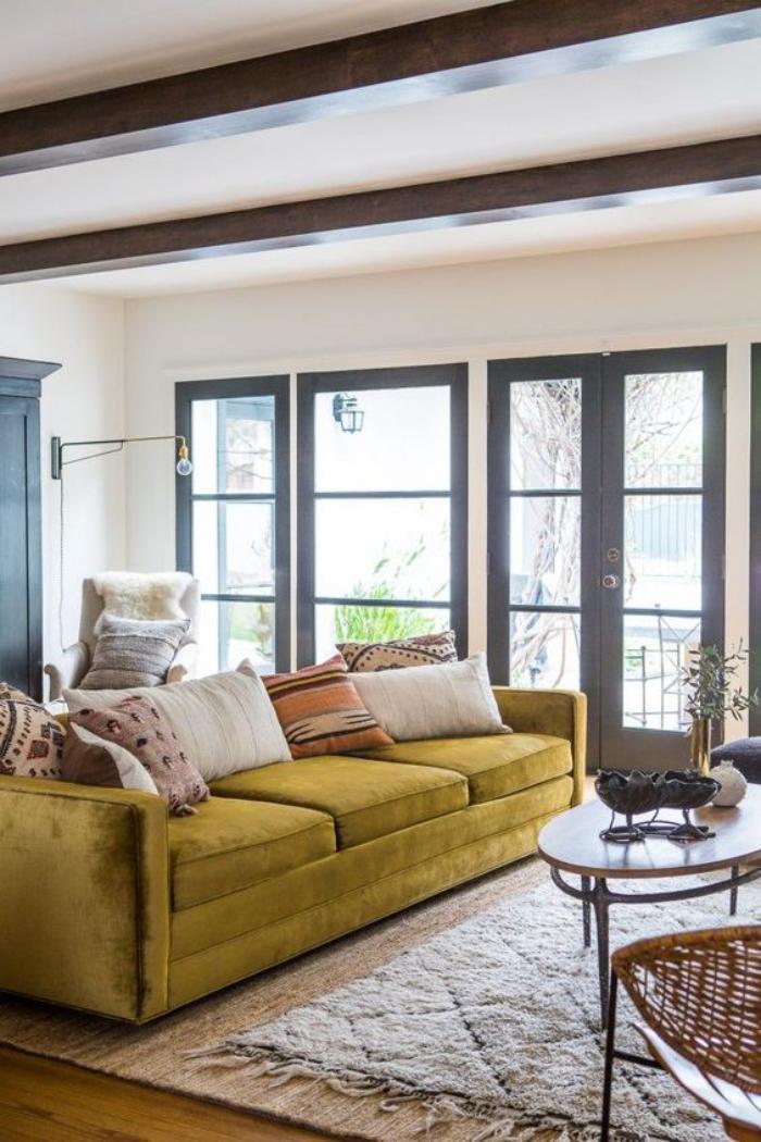 couleur-ocre-décorer-l'intérieur-avec-son-mobilier