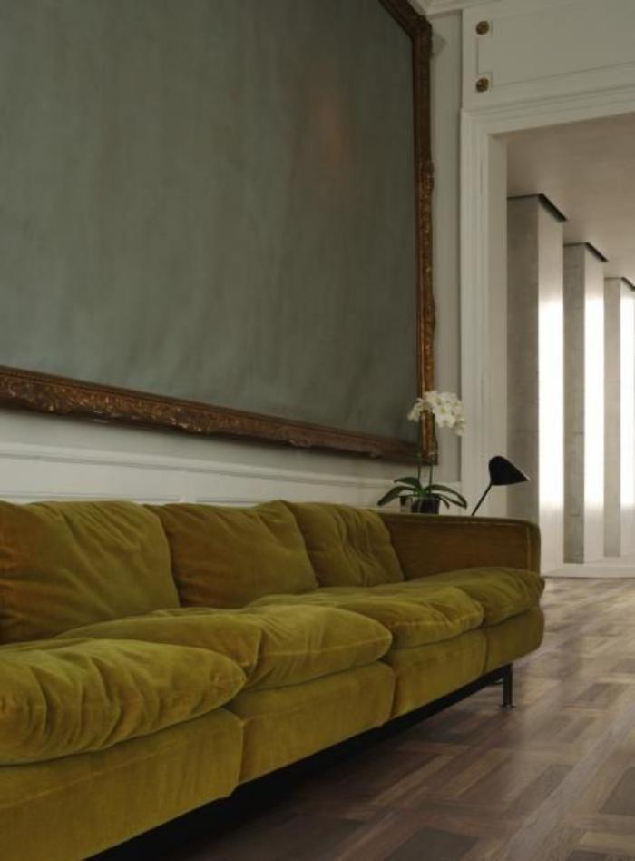 couleur-ocre-divan-vintage-quatre-assises