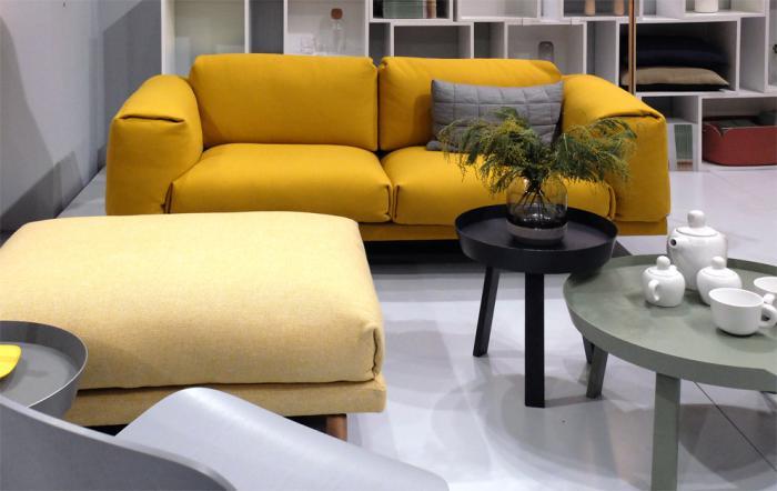 couleur-ocre-grand-canapé-deux-places