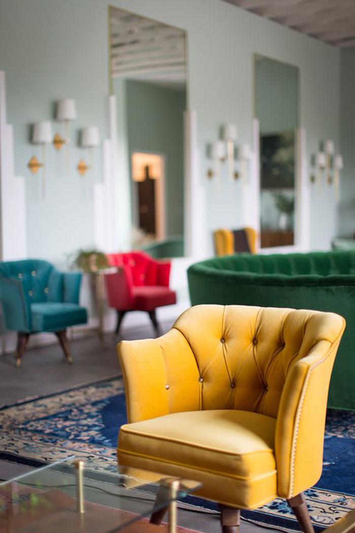 couleur-ocre-le-fauteuil-comme-objet-déco-vintage
