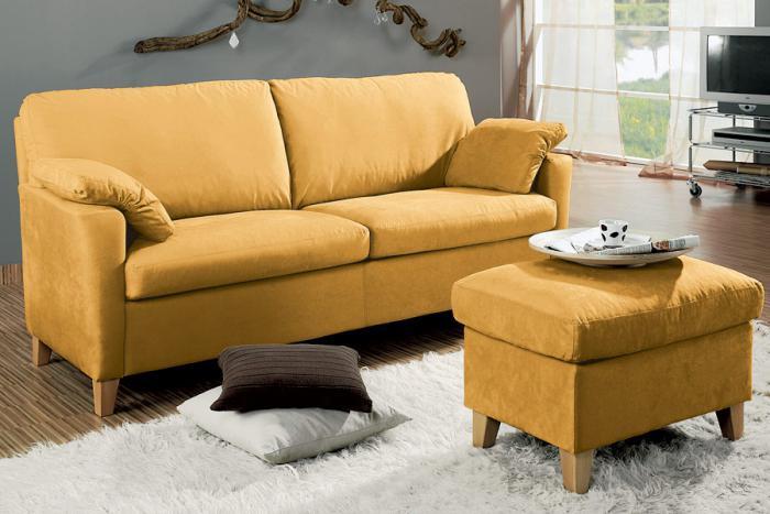 couleur-ocre-sofa-et-table-basse-couleur-jaune-ocre