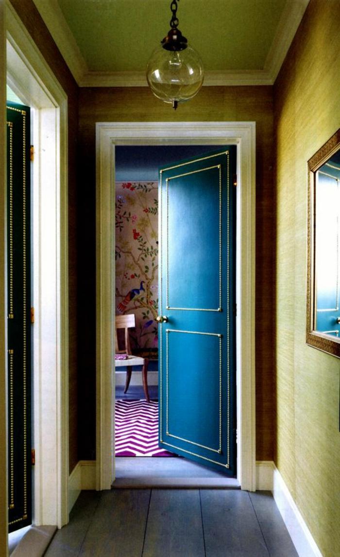 couloir-retro-chic-comment-associer-prune-couleur-sol-en-planchers-bois-couloir